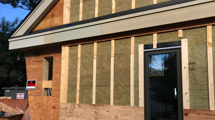 Exterior-insulating-wall